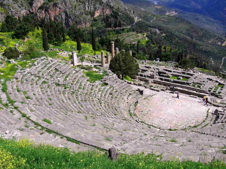 delphes_theatre.jpg
